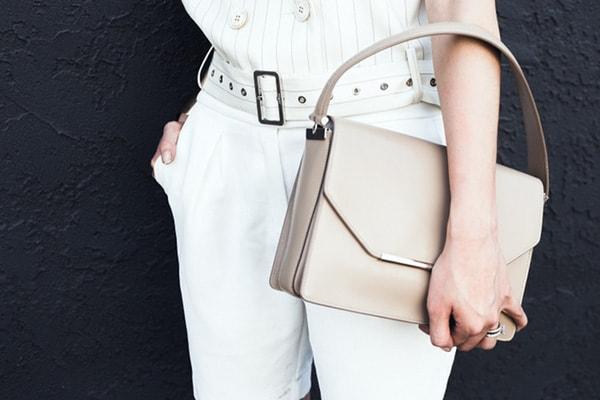 Bạn nên chú ý rút dây túi xách để tránh bị giật
