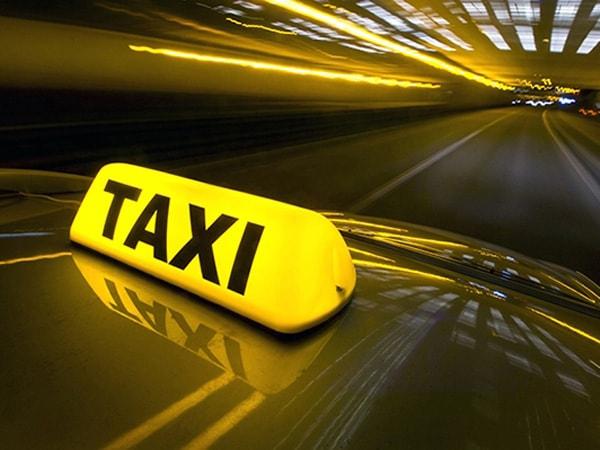 Taxi sẽ là phương tiên tối ưu nếu bạn không có phương tiện cá nhân