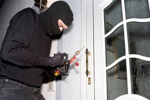 Bạn có thể ngầm gửi thông báo đến tên trộm có người ở nhà để chúng biết mà bỏ đi