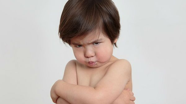 Sai lầm thường gặp của bố mẹ khiến trẻ ngày càng lì và bướng bỉnh