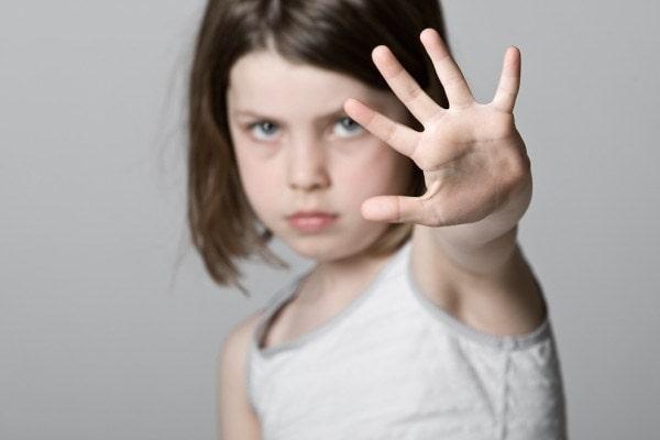 Trẻ cần học cách xử lý khi bị người khác động vào phần kín