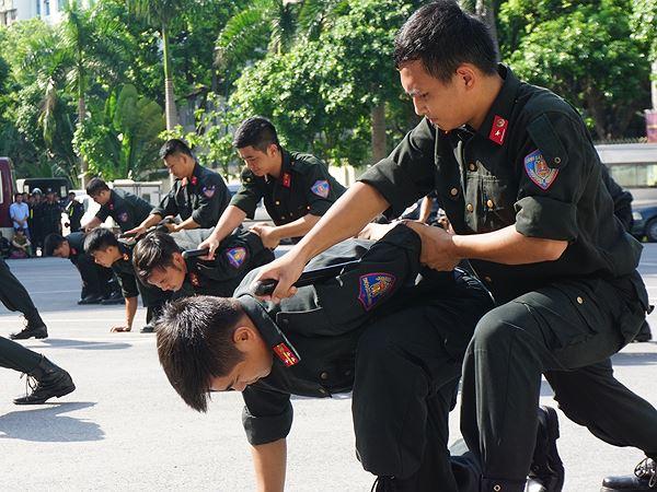 Bảo vệ nguyên thủ quốc gia được trang bị nhiều loại vũ khí đặc biệt