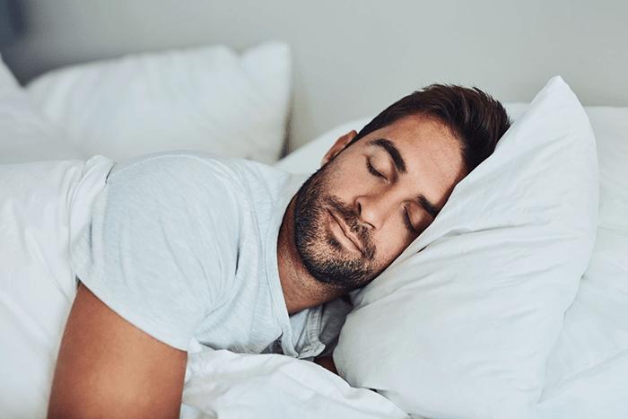 Ngủ trưa sẽ giúp bảo vệ tỉnh táo khi làm ca đêm