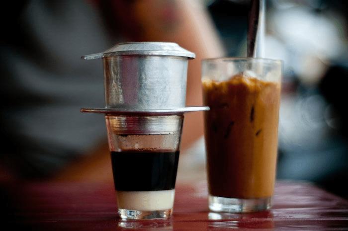 Sử dụng những thực phẩm có chứa cafein giúp bảo vệ tỉnh táo khi làm ca đêm