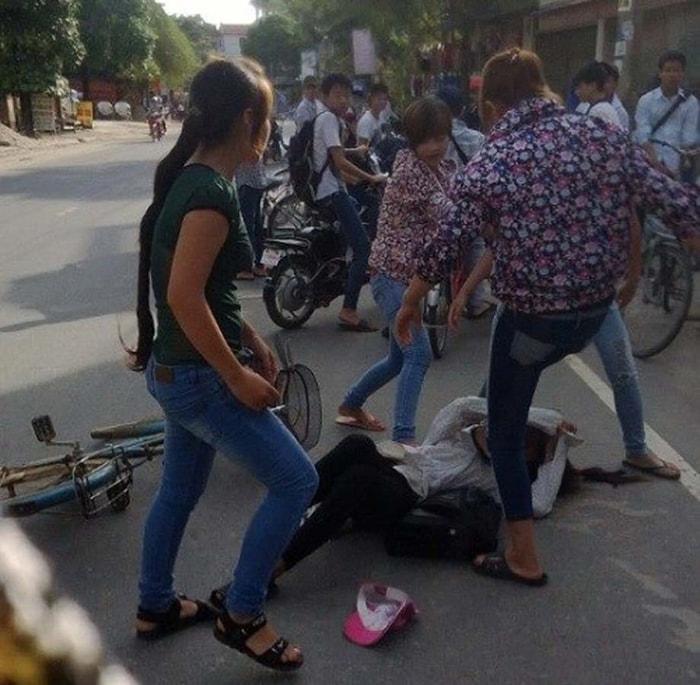 Không ít vụ tấn công hội đồng học đường bị phát tán trên mạng xã hội