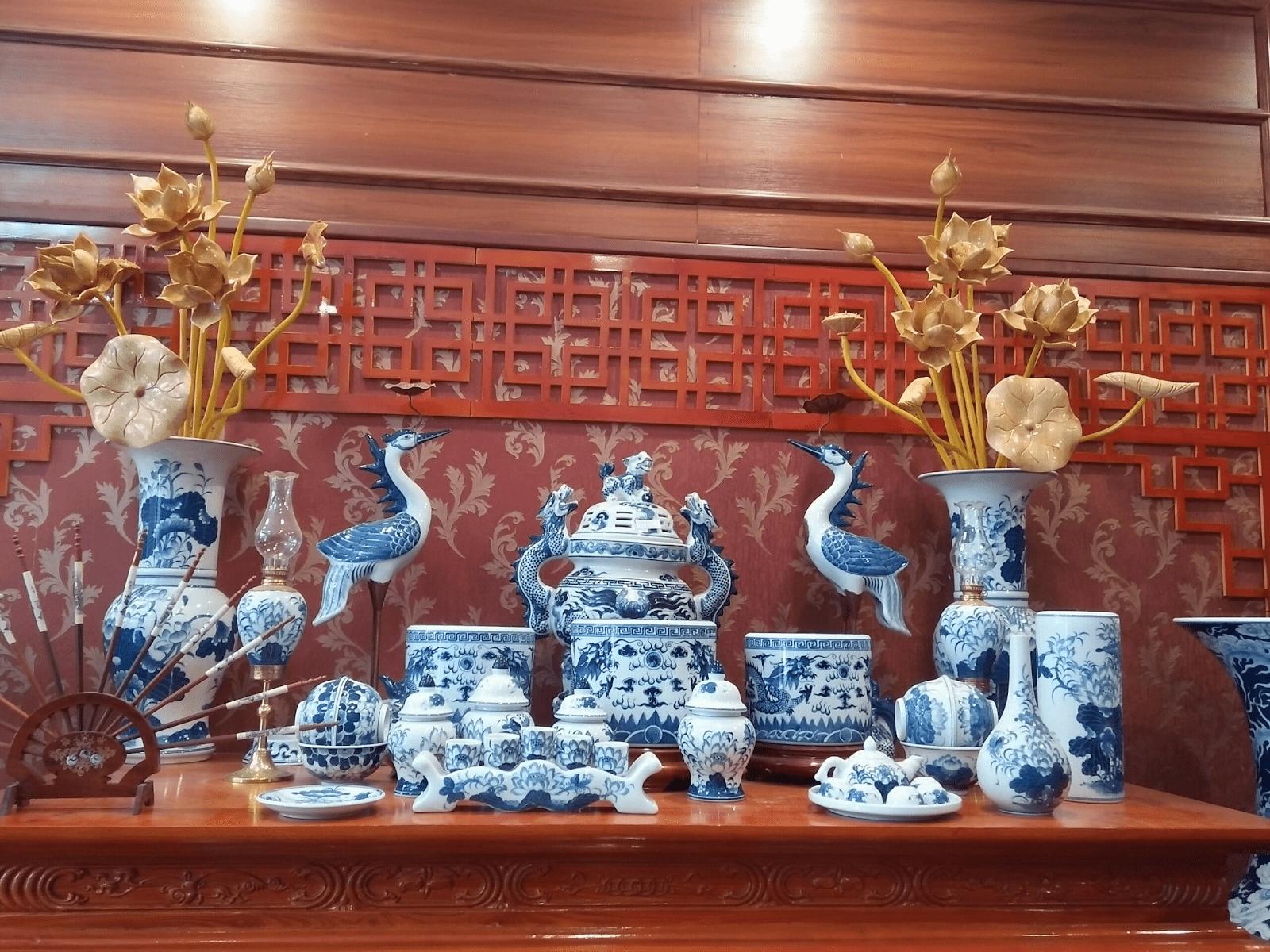 Mỗi món đồ thờ trên bàn thờ đều mang ý nghĩa đặc biệt